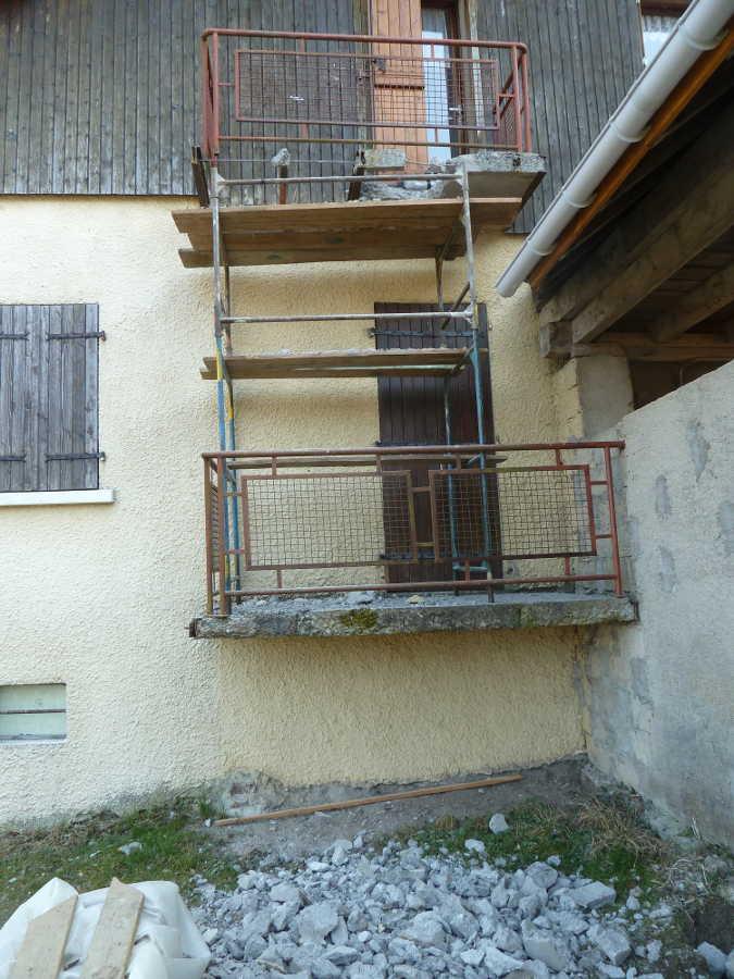 quoi fixer sur rambarde balcon rdc